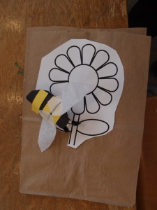 Fingerpuppet bee and flower